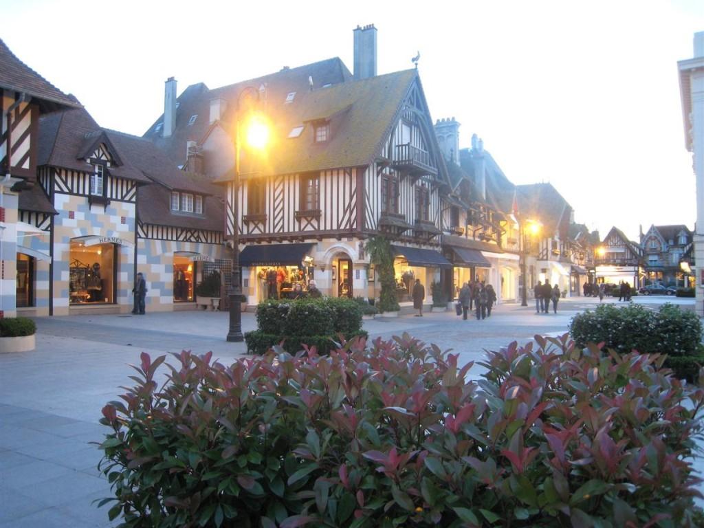 Deauville   L U0026 39 Arch U00e9o